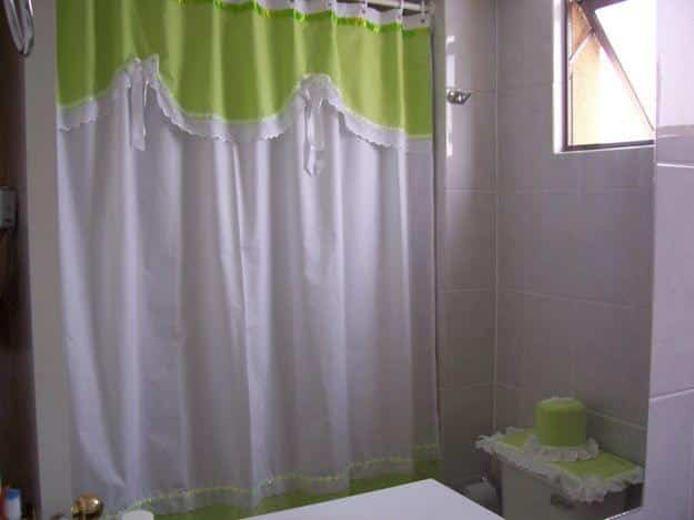 C mo limpiar las cortinas del ba o bricoinventos - Como limpiar la porcelana del bano ...