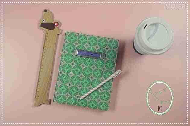 C mo decorar un cuaderno de forma sencilla bricoinventos - Decorar con fotos familiares ...