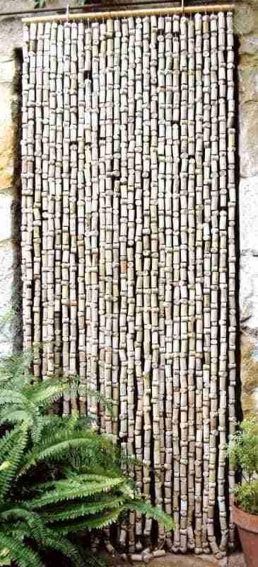 cortina reciclada de corchos