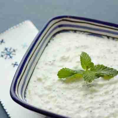 Aprende a hacer la auténtica salsa de yogur del kebab